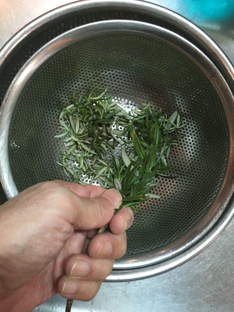 ローズマリー葉落とし
